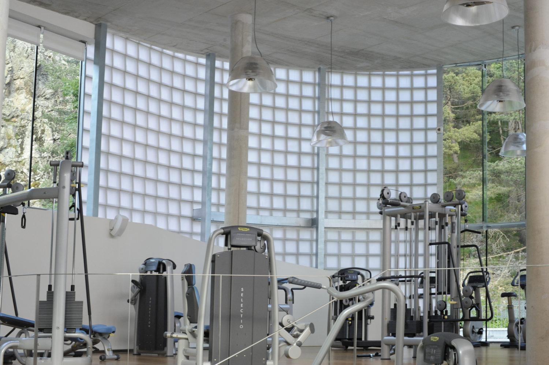 luksfery w siłowni i klubie fitness